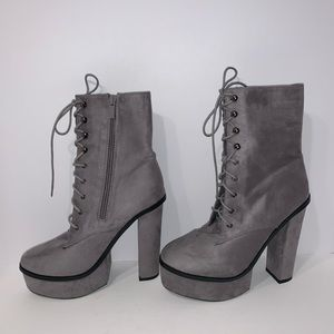 Shoes - High Heel Grey Platform Boots size 6